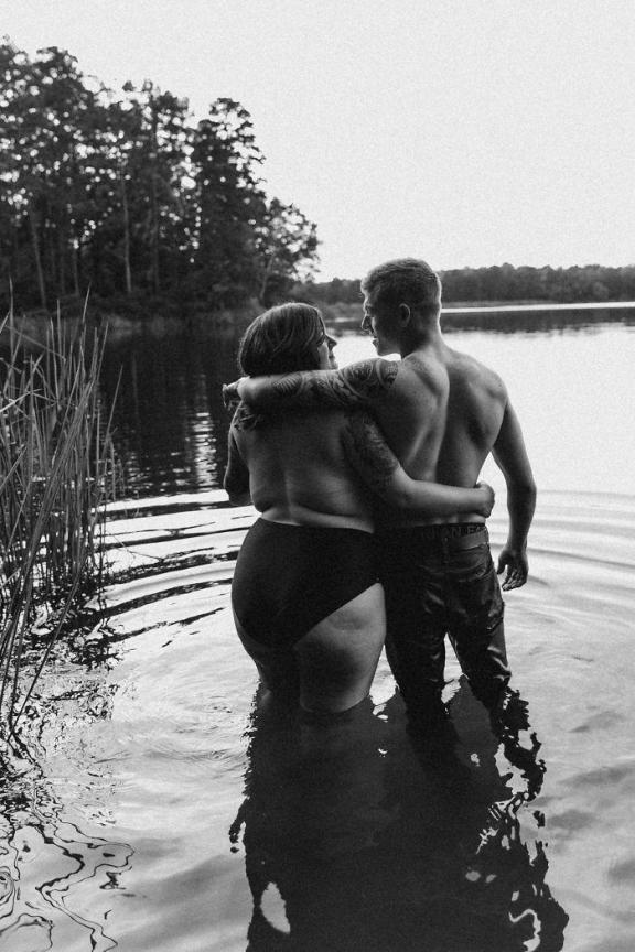 Fashom/plus-size-topless-women-photoshoot-wolf-rose-photography-59c257c013bb0__700.jpg